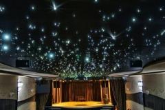 Именно-звезды-и-разнообразные-созвездия-напоминает-мерцание-мелких-огоньков-на-плоскости-потолка