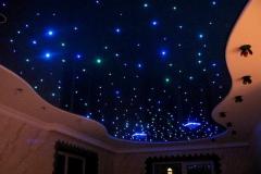 zvezdy-na-potolke-prostye-sposoby-sozdaniya-zvezdnogo-neba