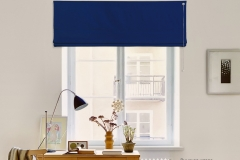 Джуси велюр 355 Синий на окне - штора открыта